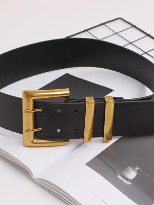 cinturón ancho negro con hebilla dorada con 2 ajugeros
