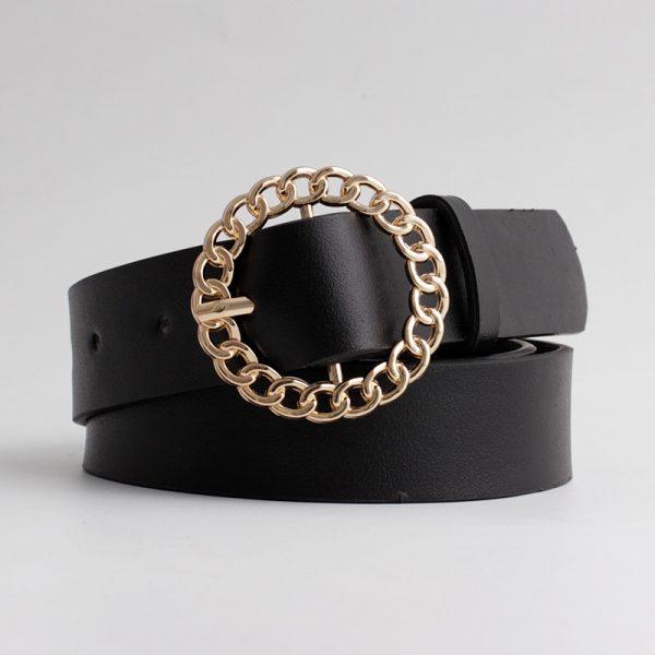 Cinturón con hebilla redonada dorada